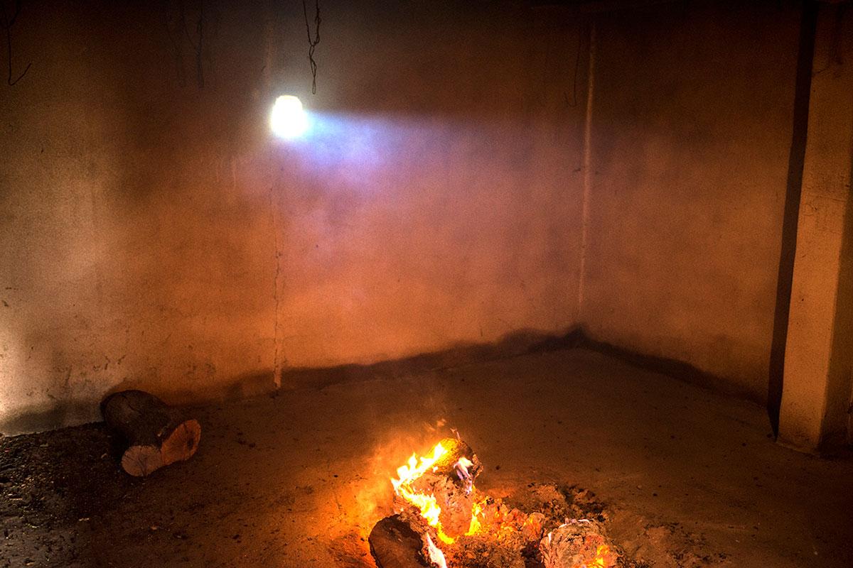 Parte del secadero donde se enciende el fuego para deshidratar el producto.