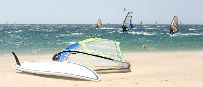 Windsurf, otro de los deportes más practicados en Tarifa.