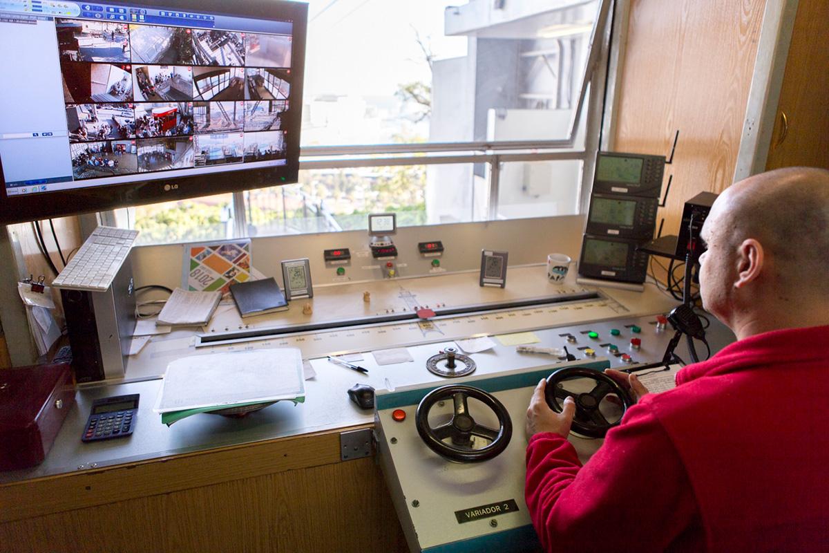 Cabina de control de la estación motora en Miramar.
