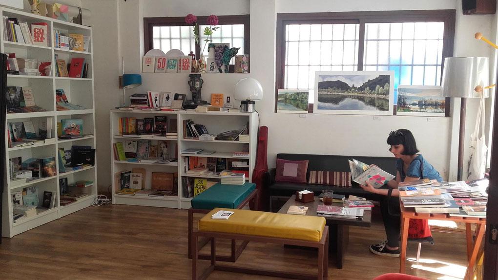 Aquí celebran conciertos entre libros. Foto: Café Librería PsicoPompo (Facebook).