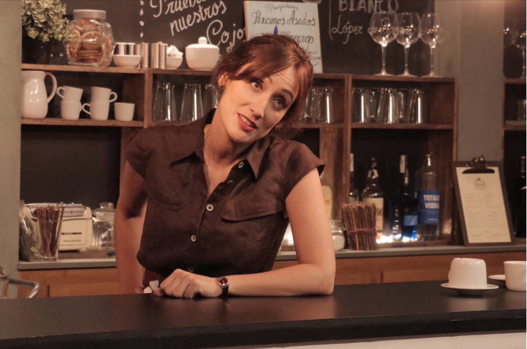 Su personaje de Cata, en 'Olmos y Robles', era la dueña del hostal-bar de Ezcaray. Foto: TVE.