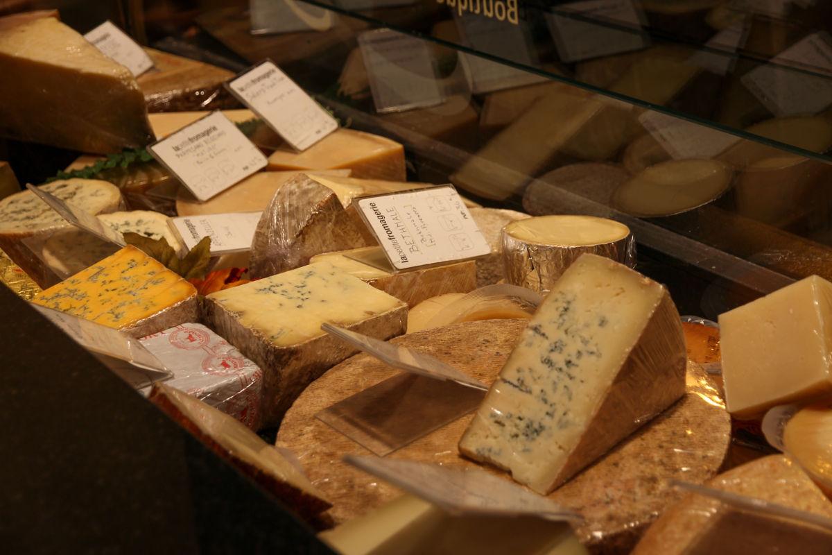 Más de cincuenta referencias de quesos para elegir.