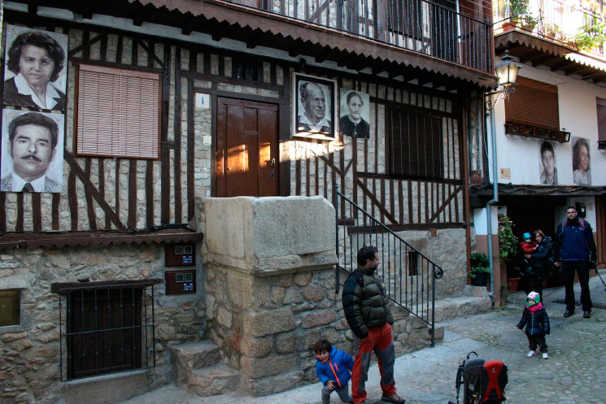 Callejeando en el pueblo de Mogarraz.