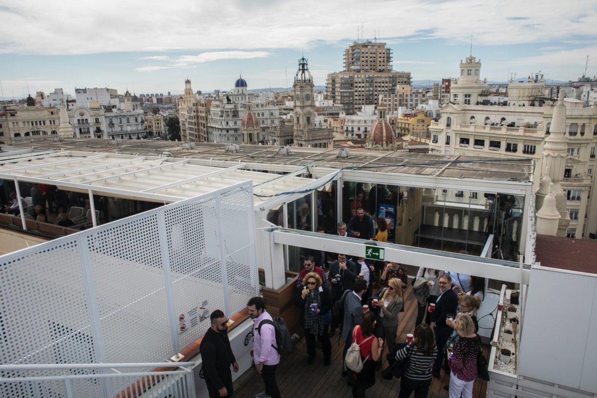 Desde esta terraza 360º se divisa el skyline de la ciudad.