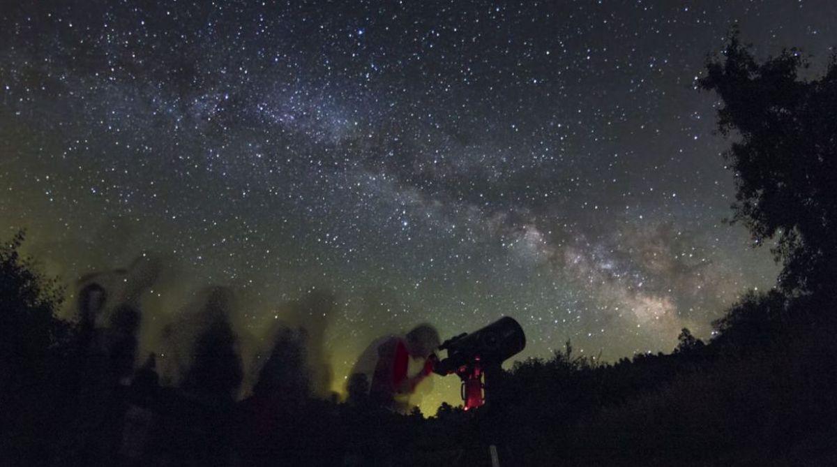 Viendo las estrellas en el Montsec. Foto: Cámping de la Vall D'Ager.