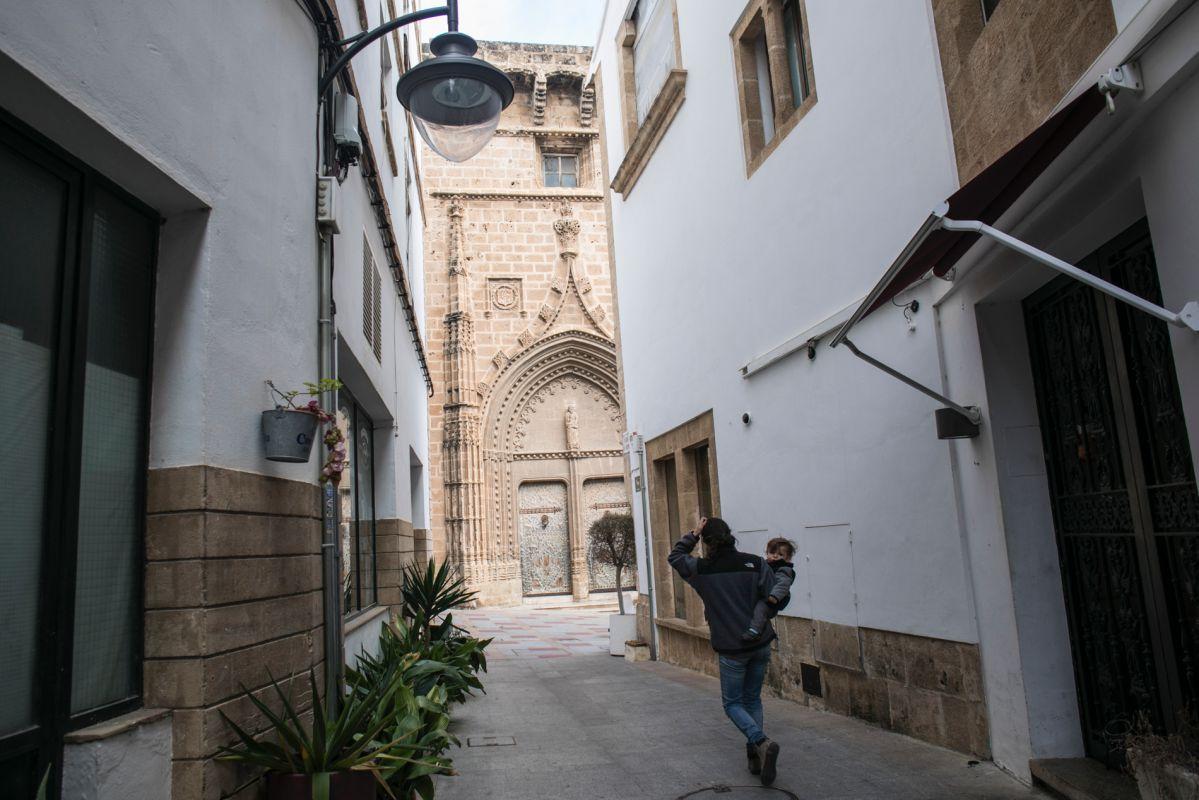 Las calles del centro histórico de Jávea aguardan sorpresas tras cada esquina.