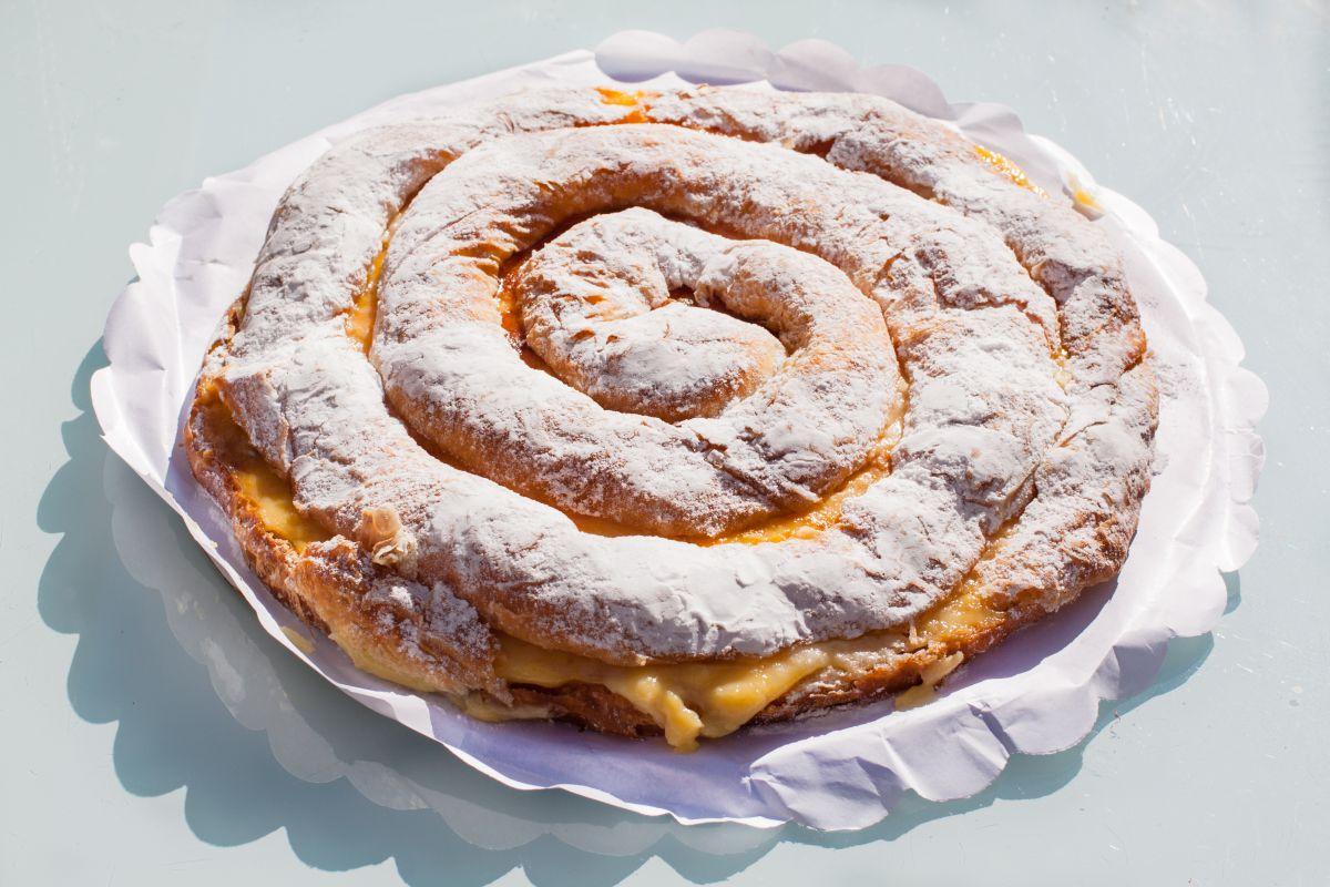 Una deliciosa ensaimada de crema para ponerle un punto dulce a la jornada. Foto: Shutterstock.