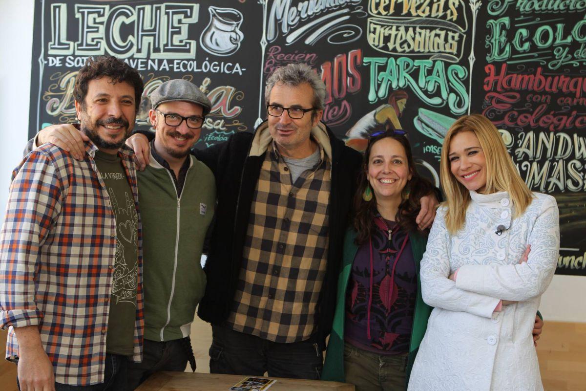 Junto al equipo de Sala Babel, en Torrelodones, donde se encargaba de la programación cultural. Foto: Facebook.