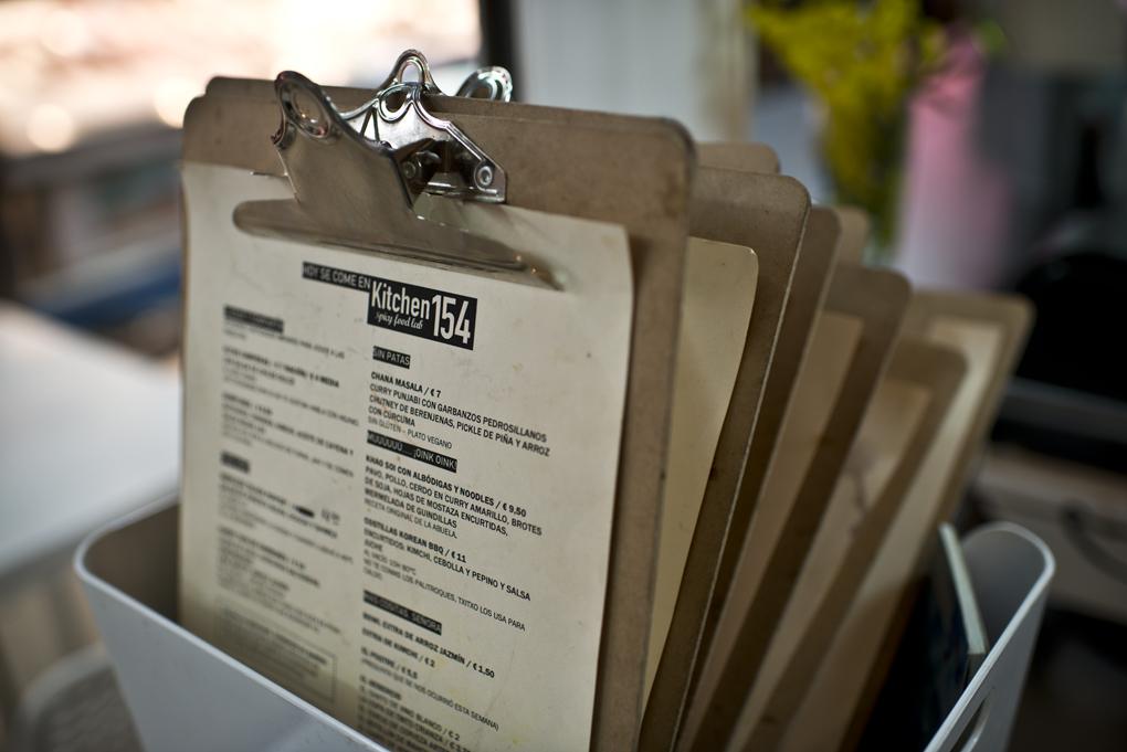 En la carta hay un plato vegano, otro de cerdo, de ternera y también pescado.