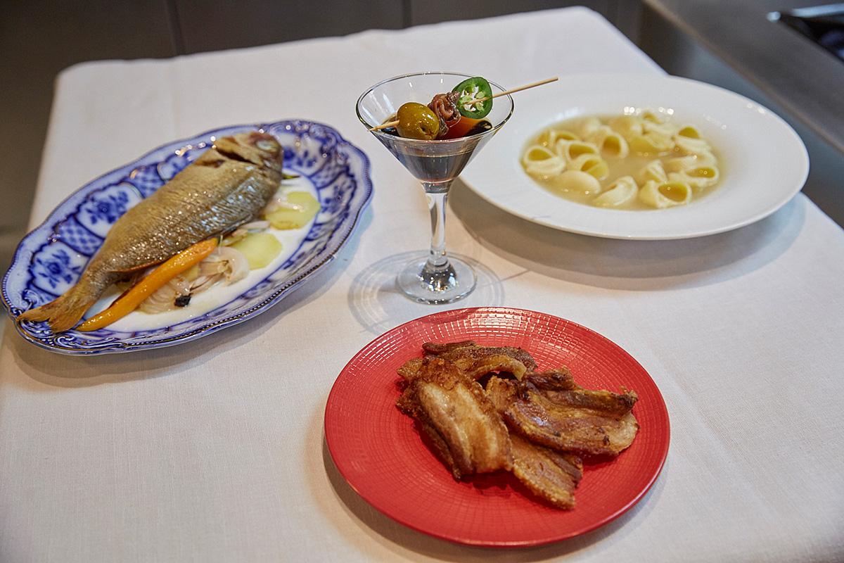 Los cuatros platos listos para la mesa.