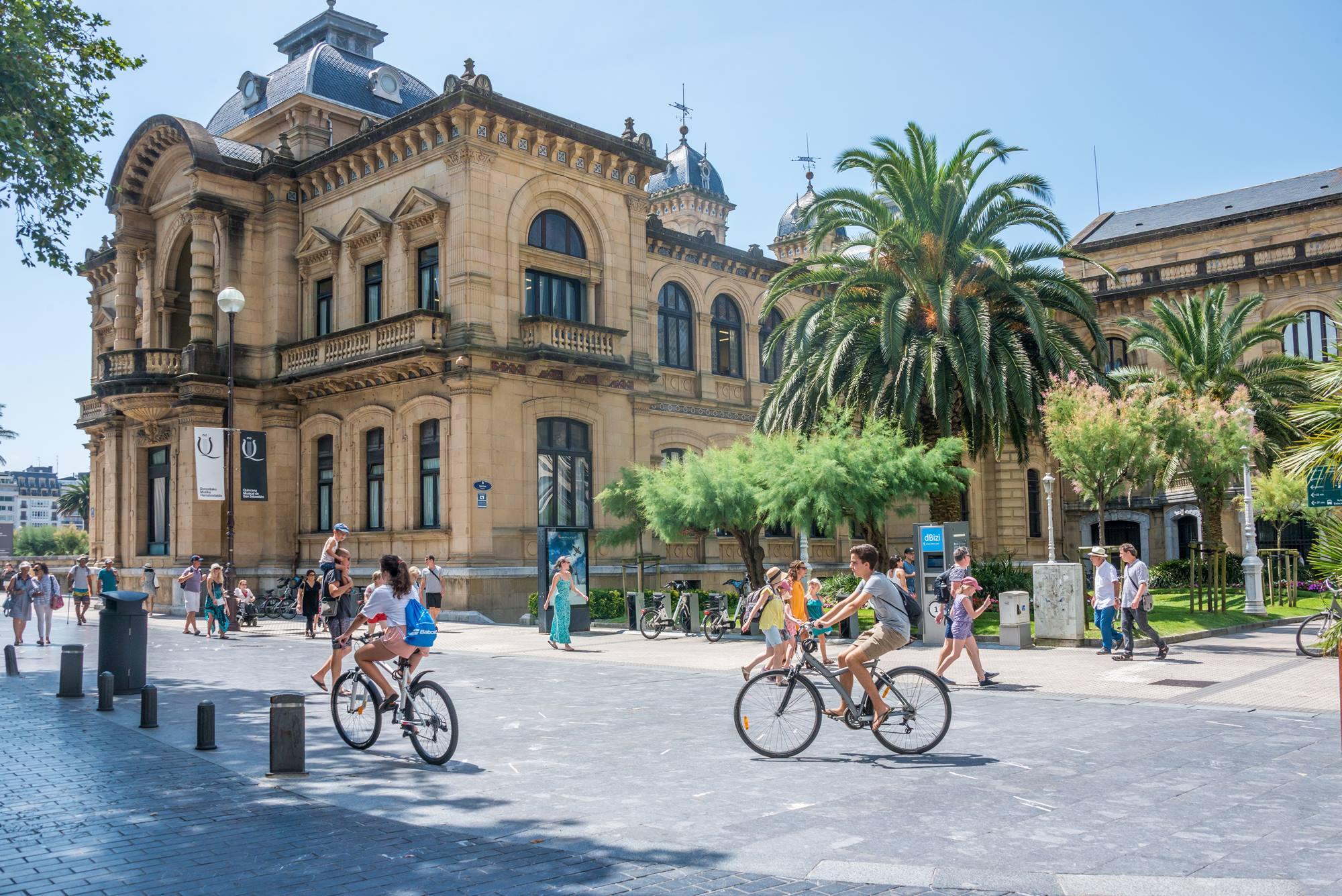 El Ayuntamiento es una de las construcciones más imponentes de San Sebastián. Foto: Shutterstock
