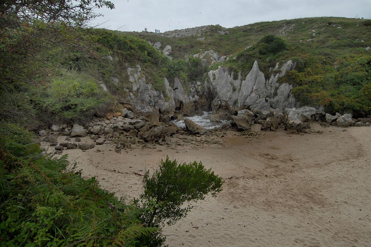 Llanes: Playa de la Ballota. Foto: Alfredo Merino | Marga Estebaranz