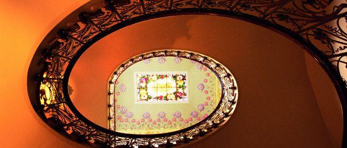 Escalera del Museo Modernista en Novelda.