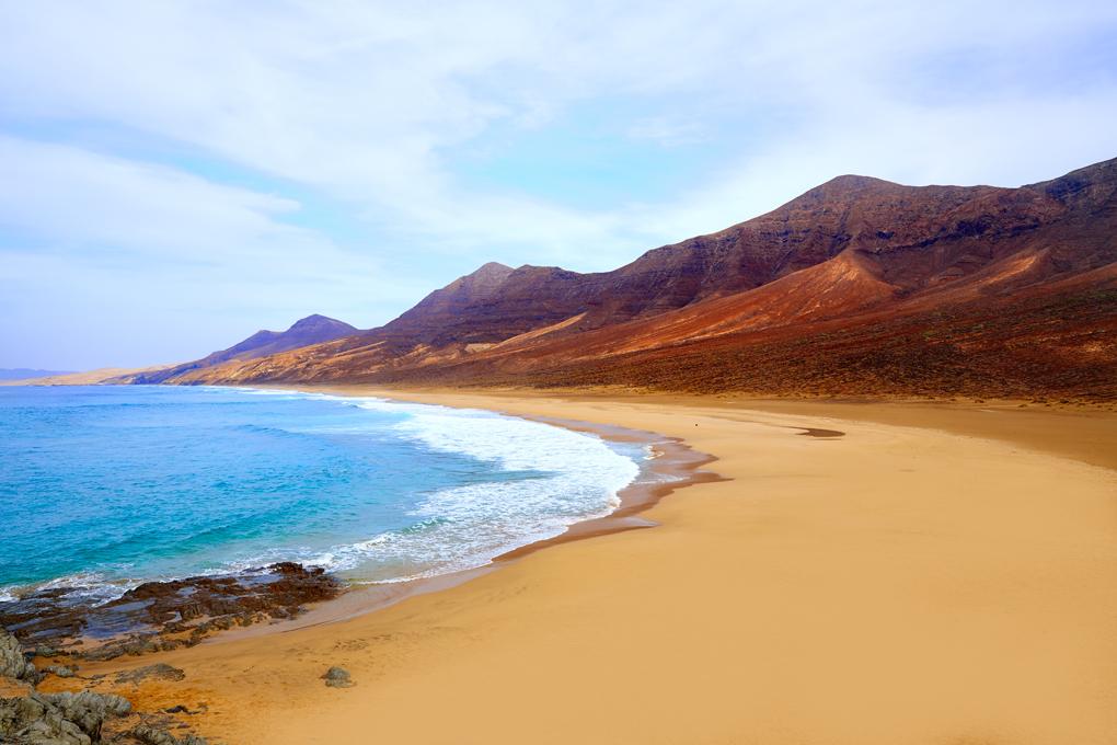 Cofete (Fuerteventura), la playa naturista más grande de España.