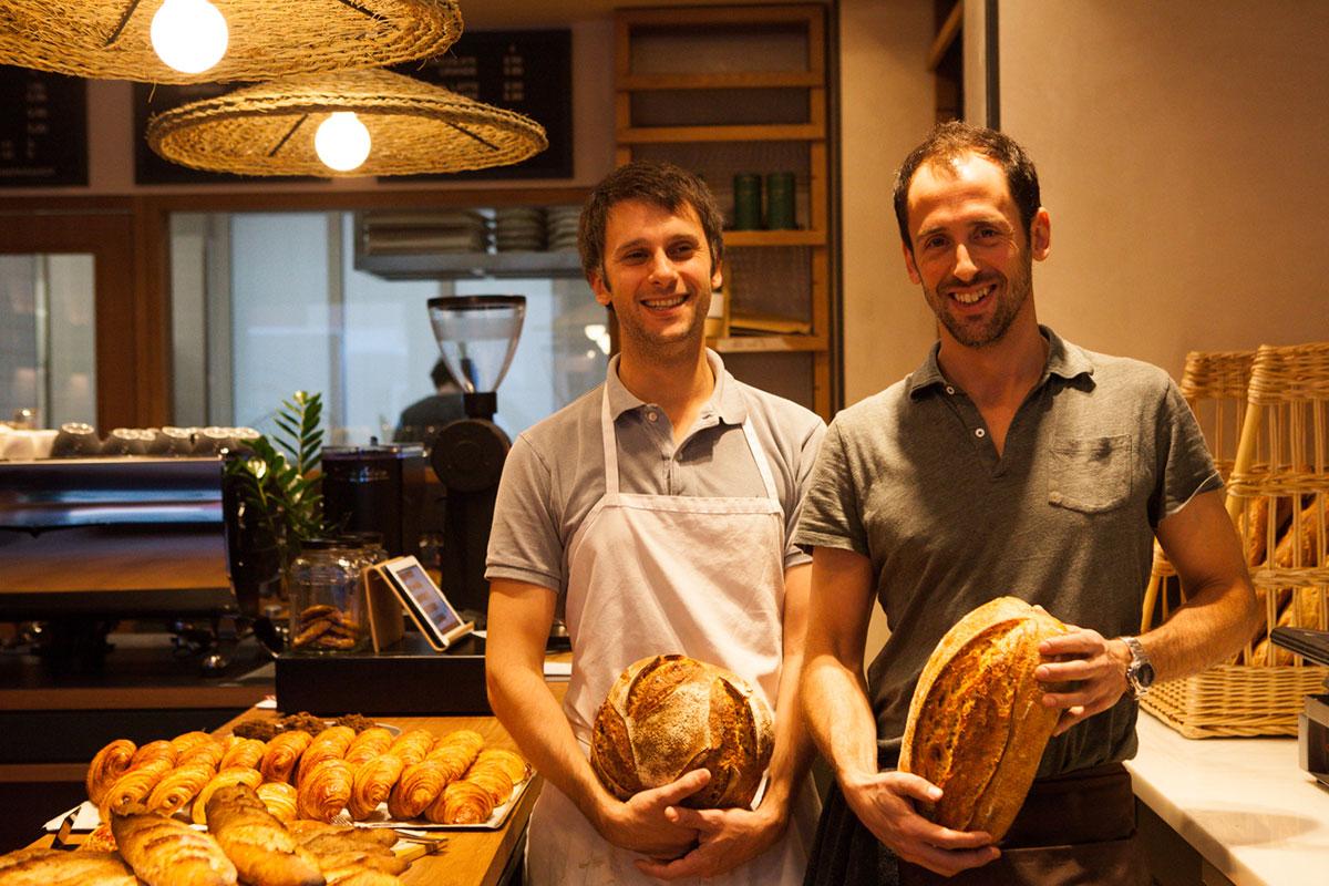 Los hermanos Miragoli, al frente de la panadería.