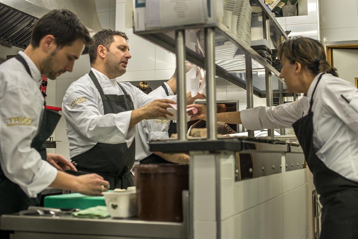 El chef cumple una década al mando de 'Trigo'.