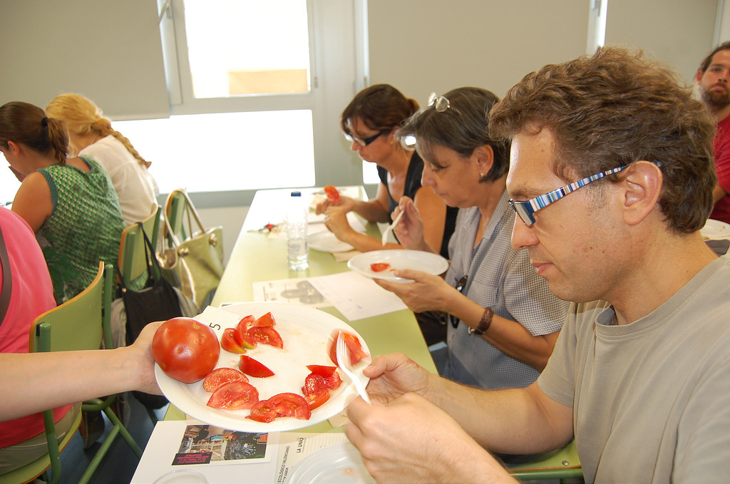 Cata de tomates ecológicos organizada por 'Punt de Sabor' en Valencia. Foto: puntdesabor.com.