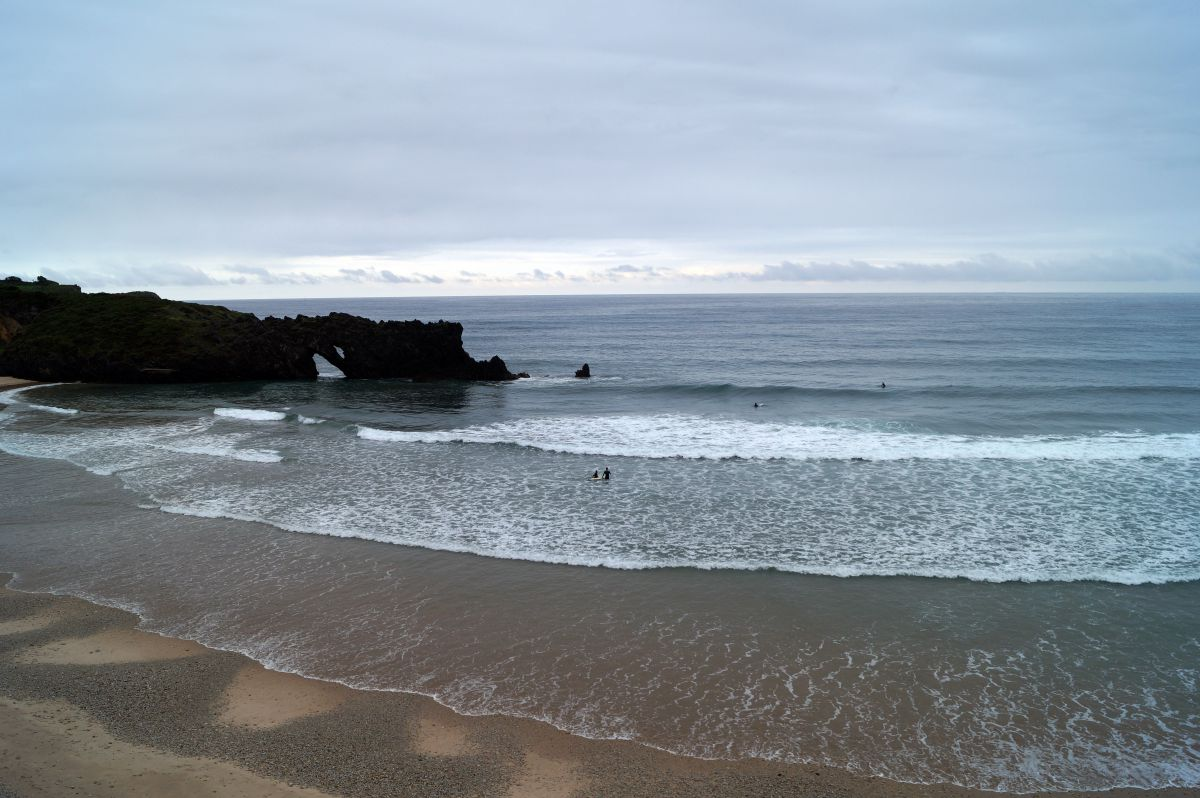 El perfil de la playa de San Antolín es espectacular. Foto: Shutterstock.