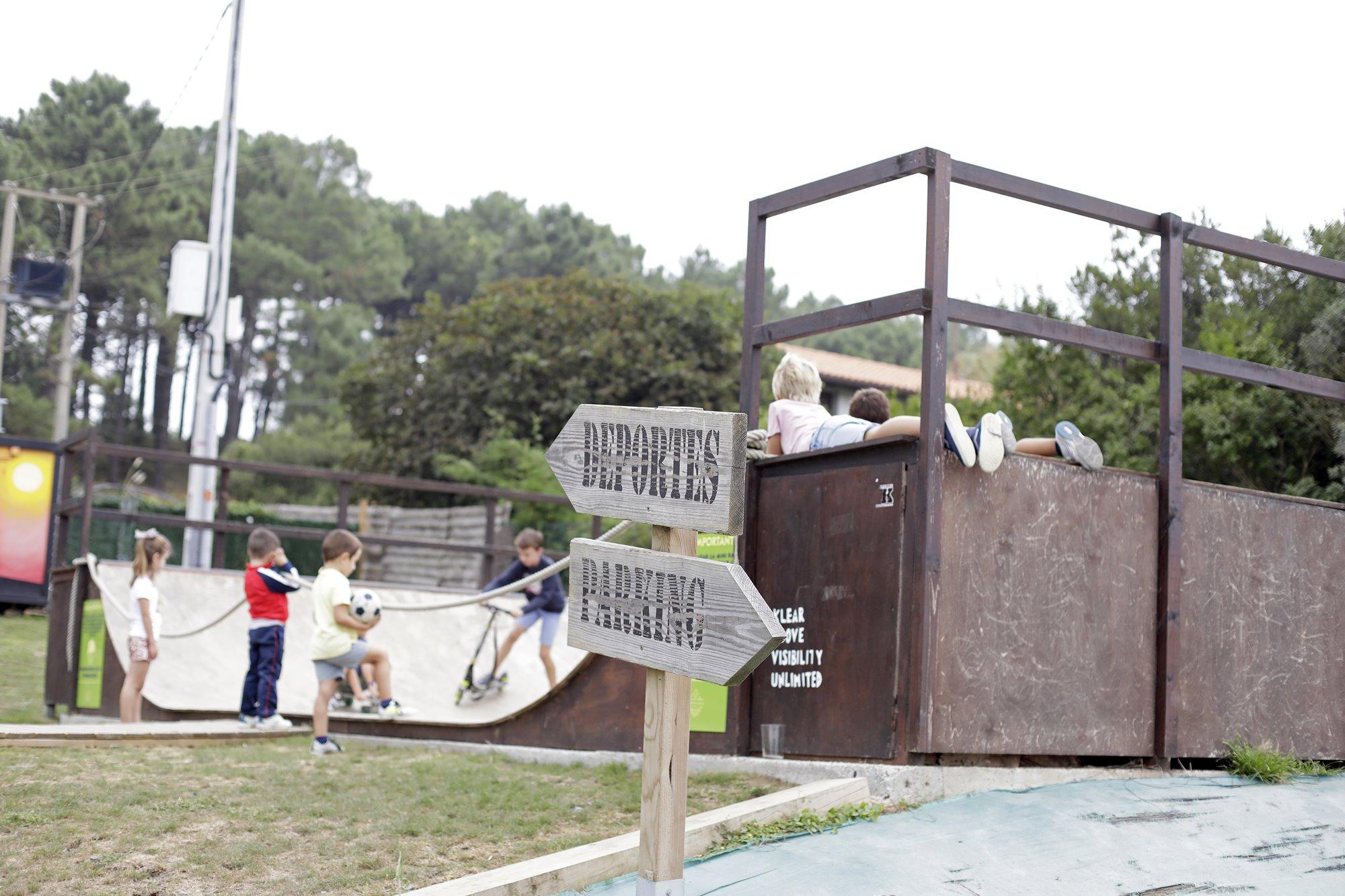 'Fangaloka' cuenta con una pista de 'skate' para que los niños practiquen piruetas.