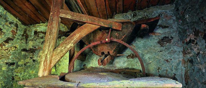Interior de un molino de agua tradicional.