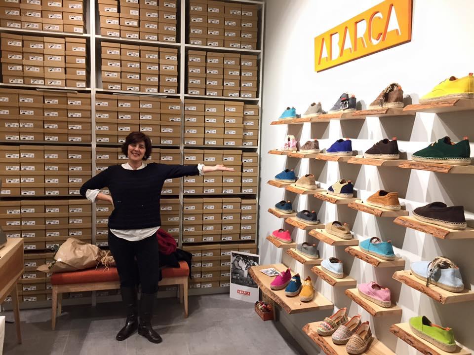 Zapatos artesanos hechos en España. Foto: Abarca Shoes Facebook.