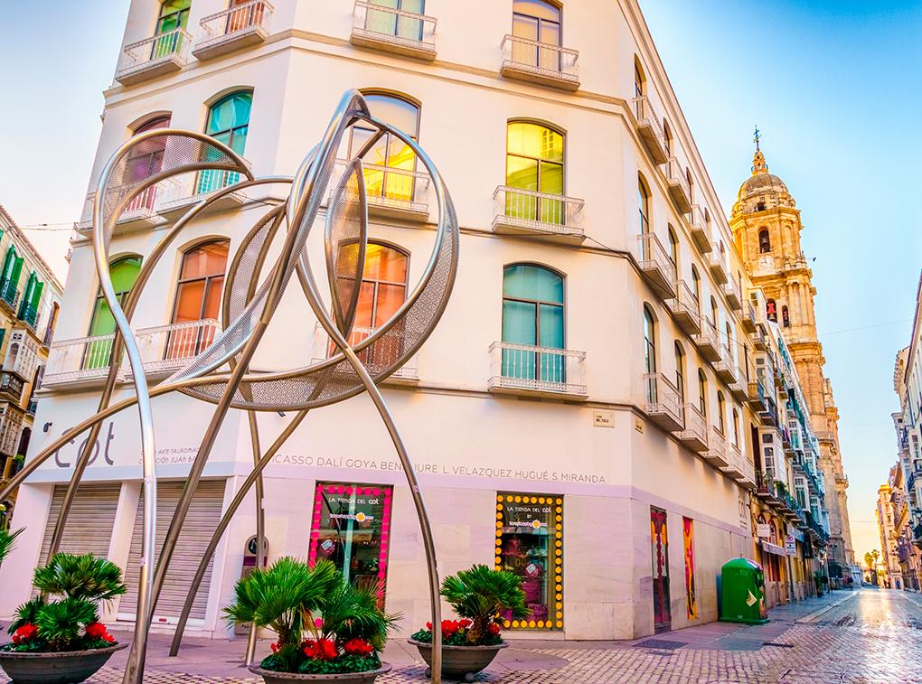 Escultura en la Plaza del Siglo de Málaga. Foto: Shutterstock.