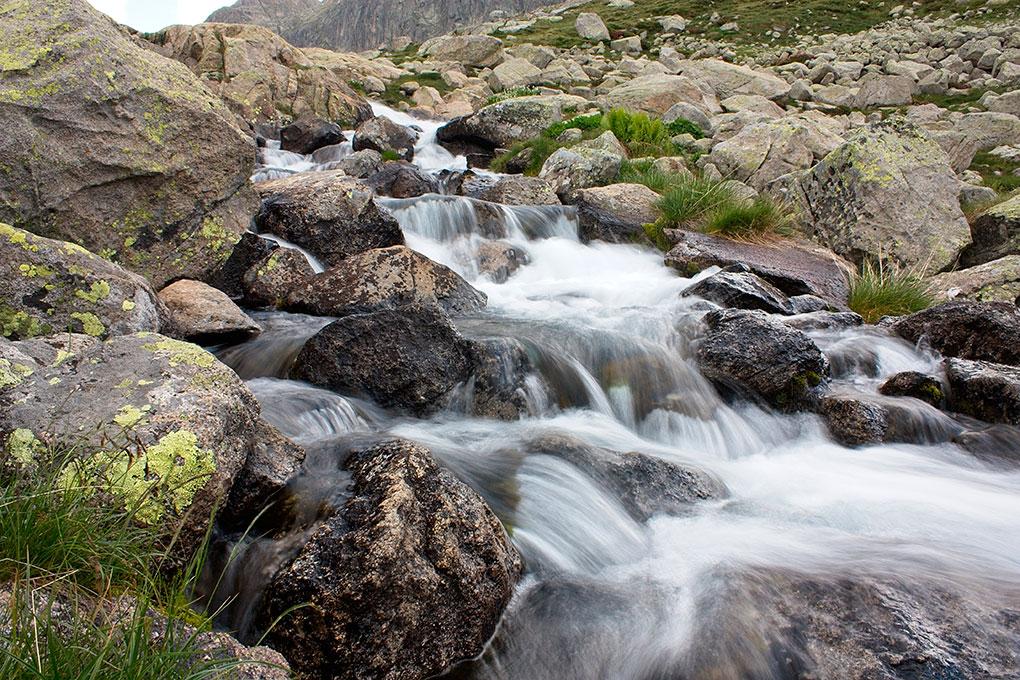 Los fríos torrentes de agua también pueden ayudar a combatir el calor. Foto: shutterstock.