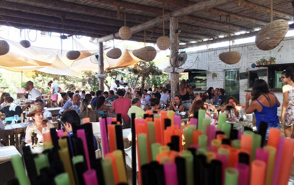 Uno de los mejores ambientes de Formentera en verano, el 'Beso Beach'. Foto: besobeach.com