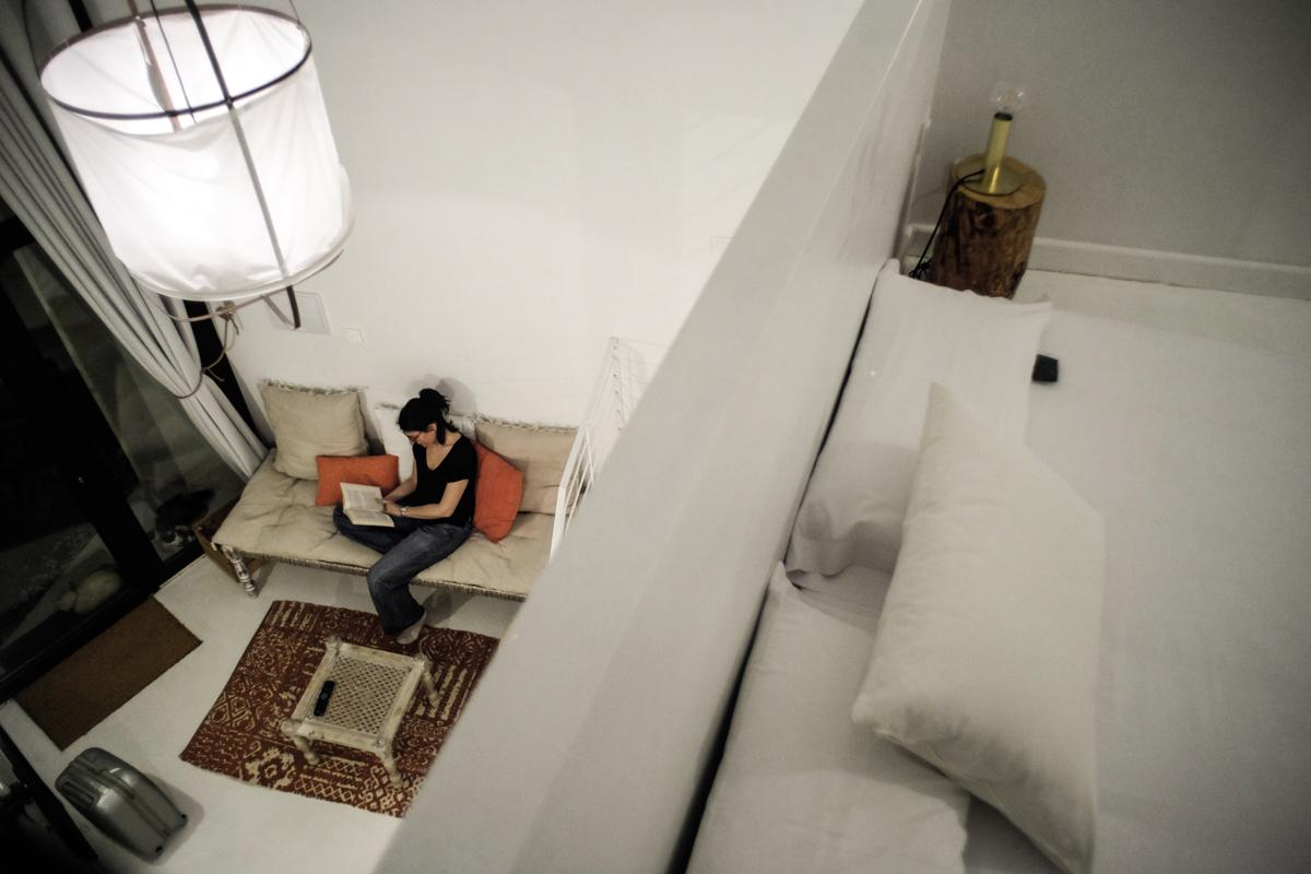 El chozo es un espacio abierto, con la habitación principal en la parte alta.