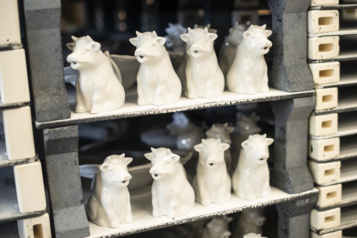Vajillas Pordamsa. Lecheras con forma de vaca. La experiencia ha enseñado a los Puigdemont a fabricar también para el público.