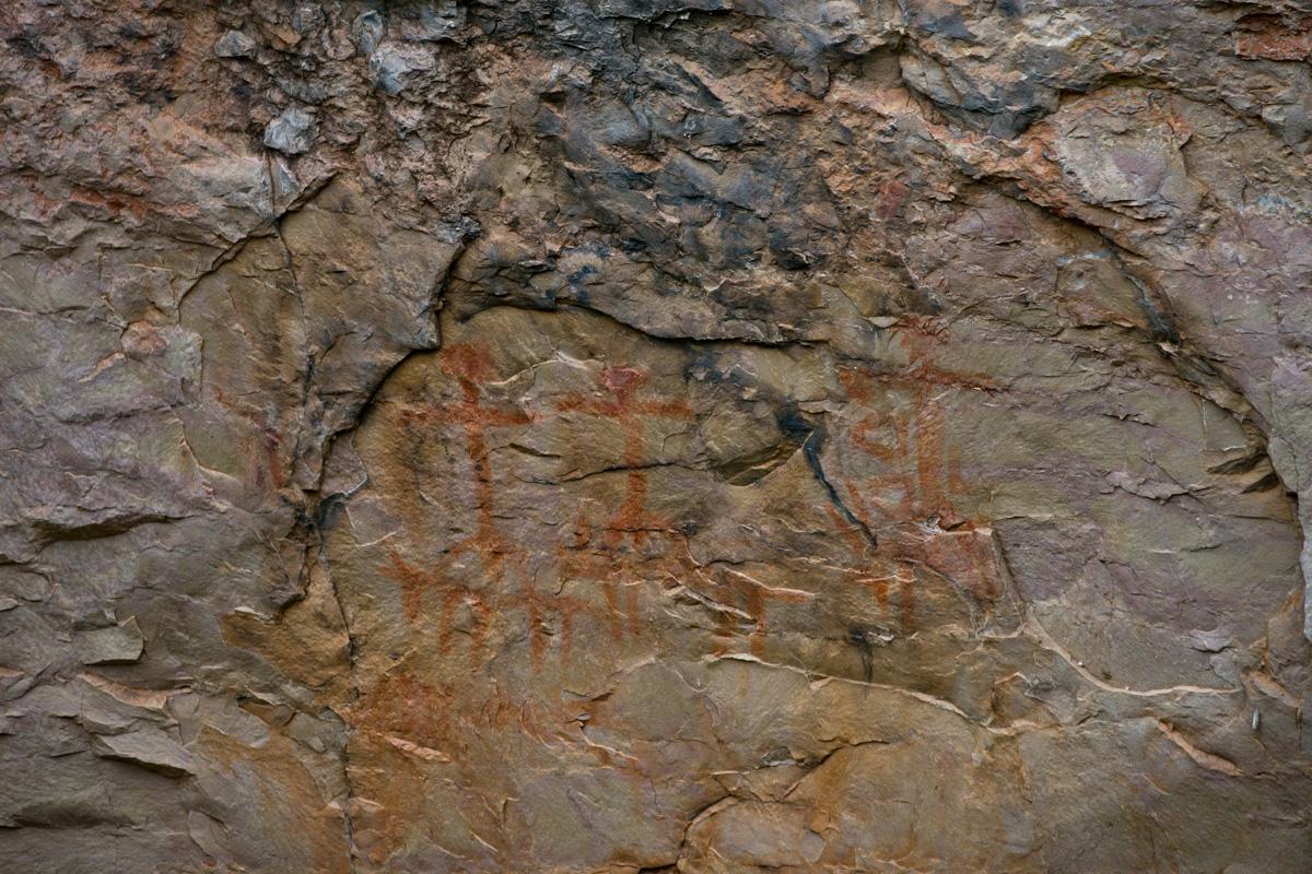 Pintura rupestre en El Parrisal, descubierta por el arqueólogo de la zona, Joan Cabré.