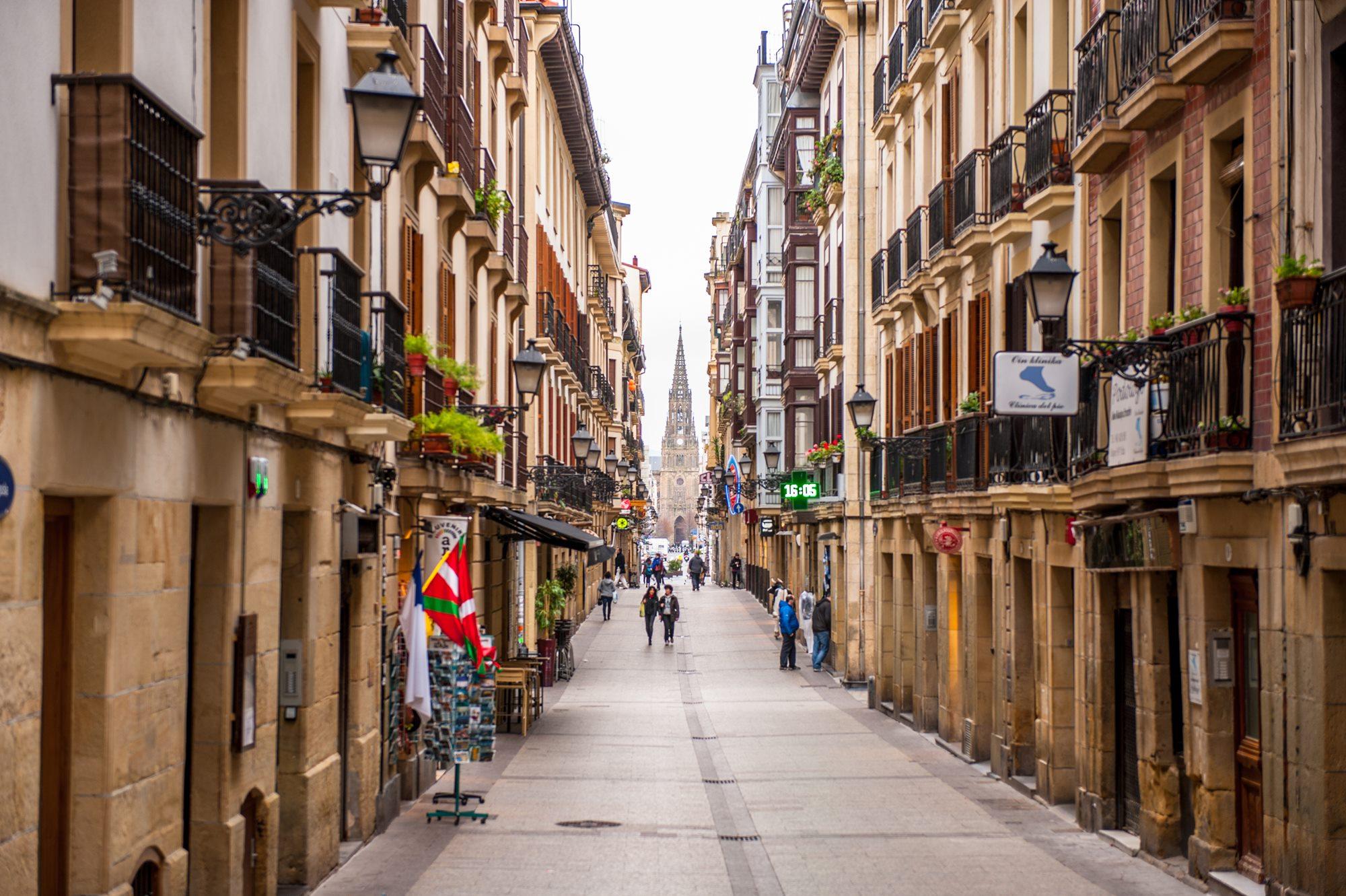 Perderse por las calles del centro de San Sebastián siempre es un acierto. Foto: Shutterstock