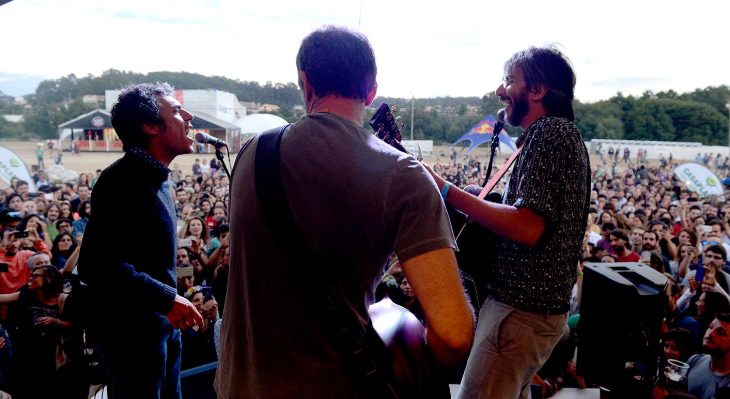 Iván Ferreiro y Xoel López actúan en  la edición de 2017 del festival PortAmérica, en Caldas de Reis, Pontevedra. Foto: PortAmérica.