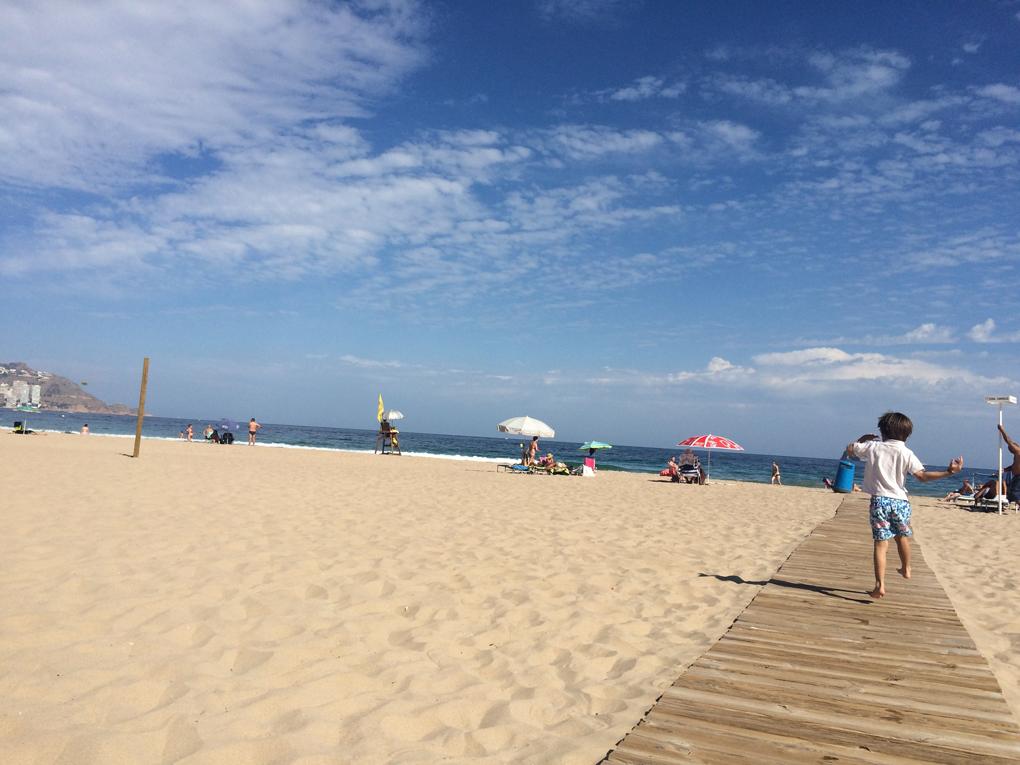 La Playa de Poniente, perfecta para familias. Foto: Johanna Saldón.