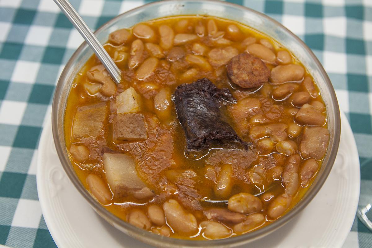 Vega de Pas. Cantabria. Restaurante Casa Frutos. Judías.