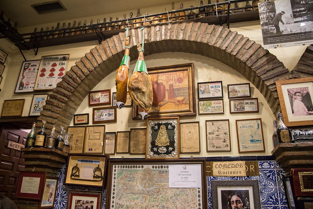 Las paredes de 'Casa Puga' cuentan parte de su historia