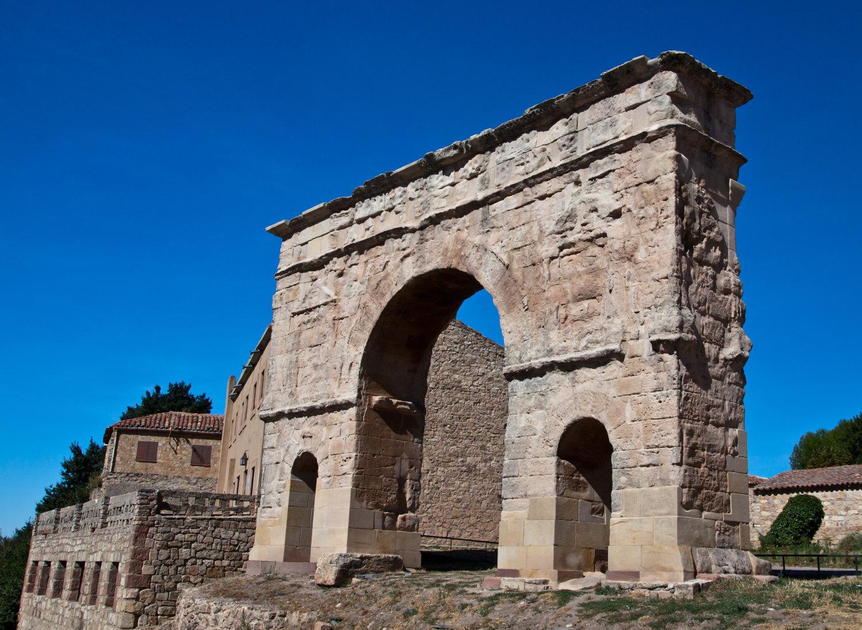 El Arco Romano de tres ojos, en Medinaceli. Foto: Shutterstock.