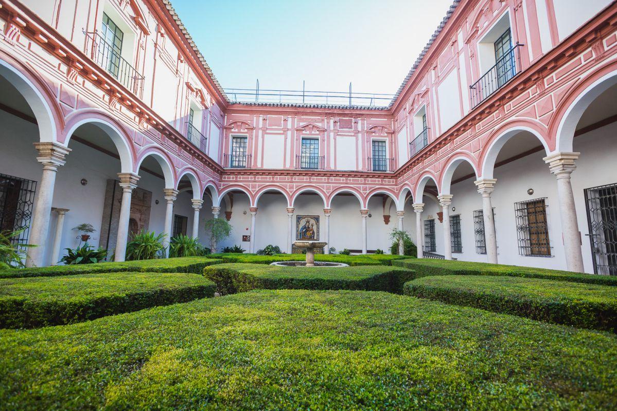 Claustro de los Bojes, o del refectorio del antiguo convento de la Merced Calzada, hoy sede del Museo de Bellas Artes de Sevilla.