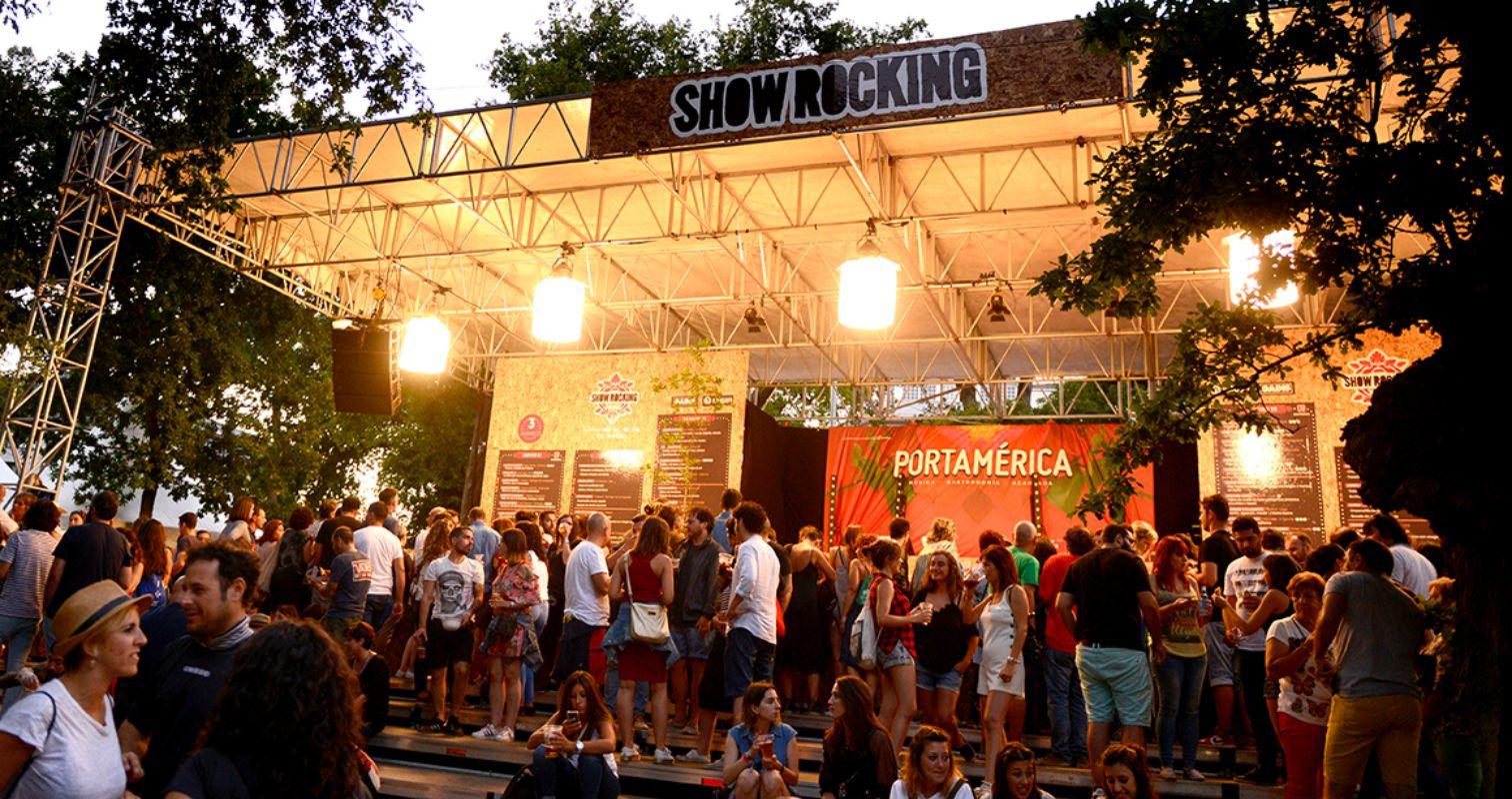 Ambiente nocturno en el Showrocking del festival PortAmérica 2017 en Caldas de Reis, Pontevedra. Foto: PortAmérica.