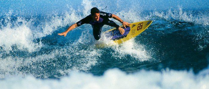 Surfista en la playa de Zarautz.