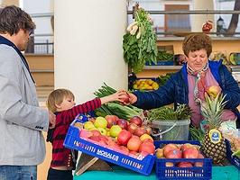 Hoy los niños hacen la compra... ¡Tan ricamente!