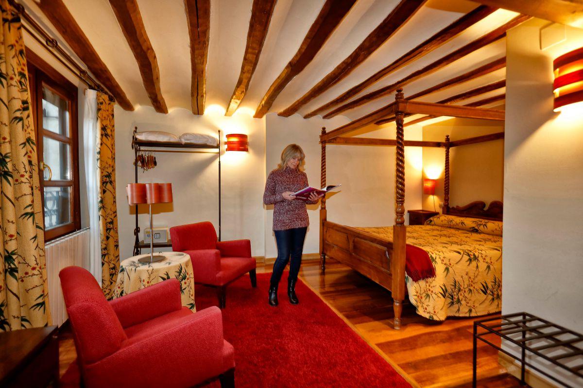 Las doce habitaciones de 'Casa Masip' están bautizadas con nombres familiares y de la comarca.