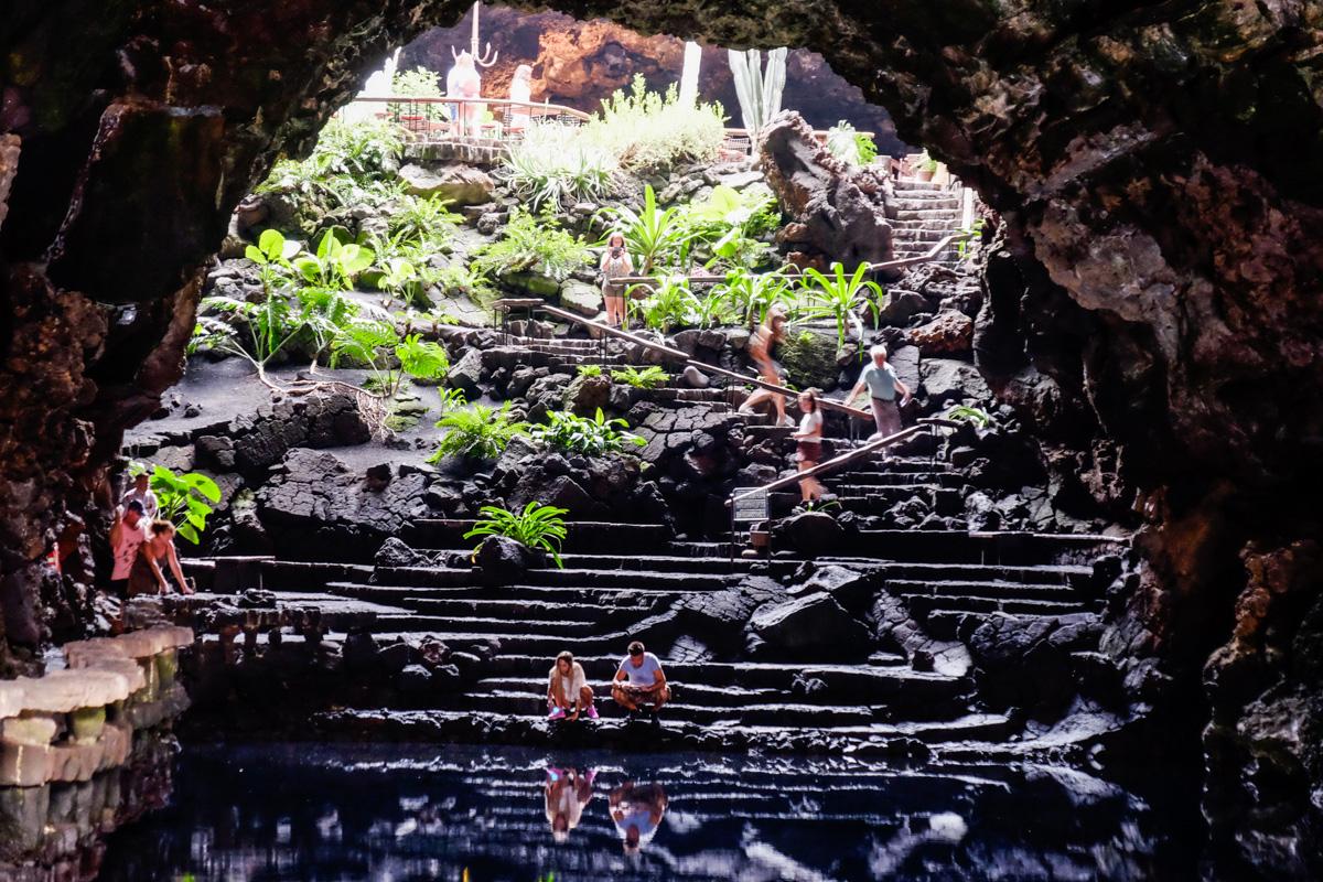 Manrique supo aprovechar las cuevas subterráneas de su isla.
