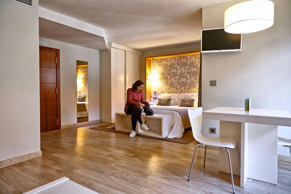 Si te gusta la luz, el espacio y la decoración moderna, este es tu hotel.