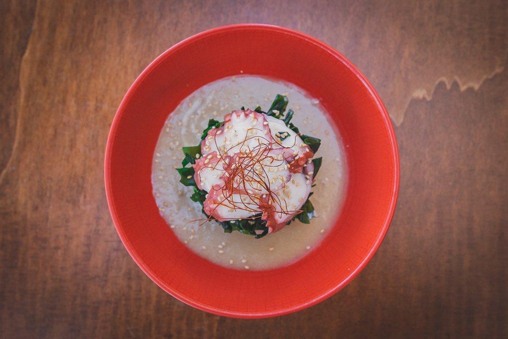 Tako sunomono (ensalada de pulpo), uno de los sabrosos platos de el 'Rocío Tapas y Sushi'.
