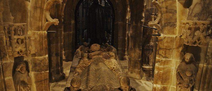 Imagen de la tumba del Santo en el interior de la catedral.