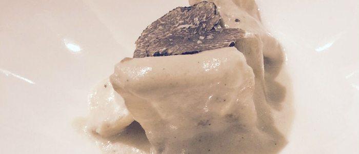 Cardo en leche de almendras y trufa de La Tasquita de Enfrente.