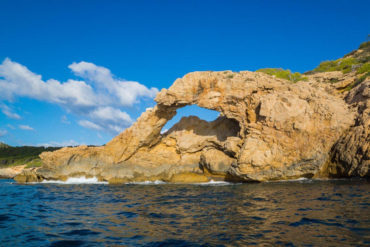 Parque Nacional de Cabrera: rocas en el mar