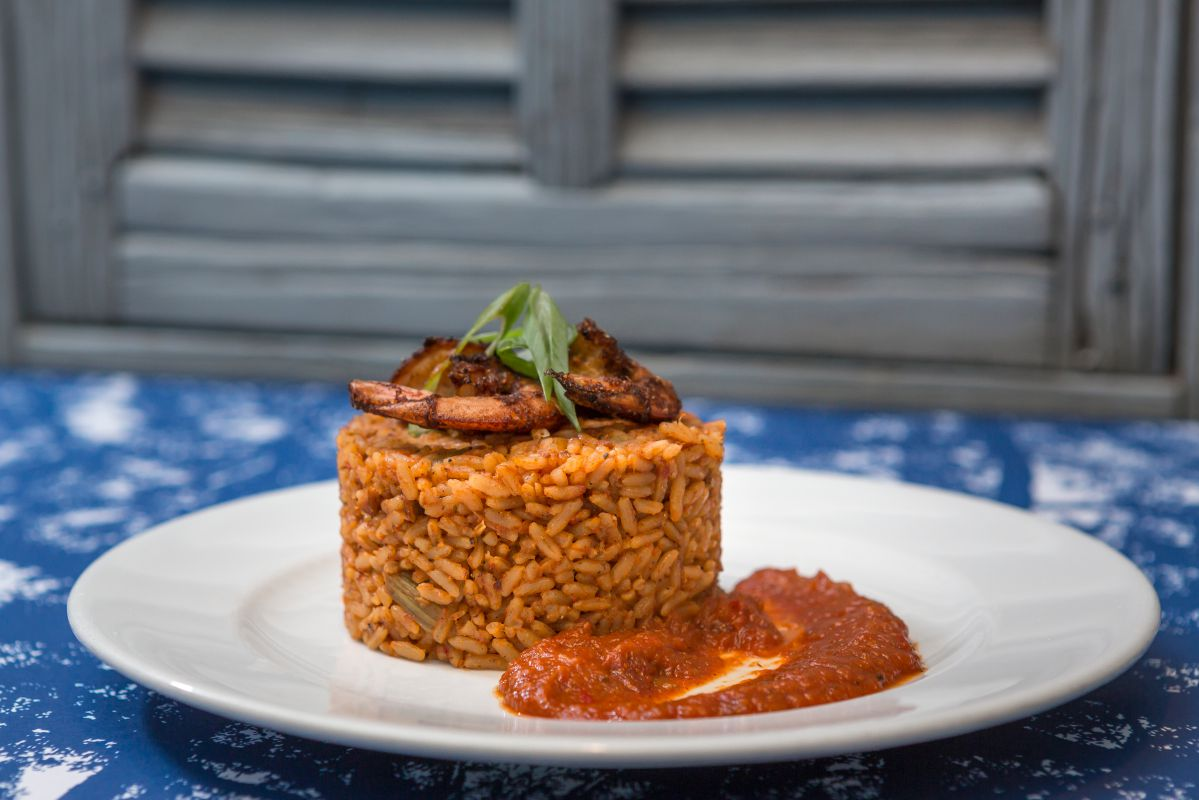 El arroz típico, jambalaya, con langostinos.