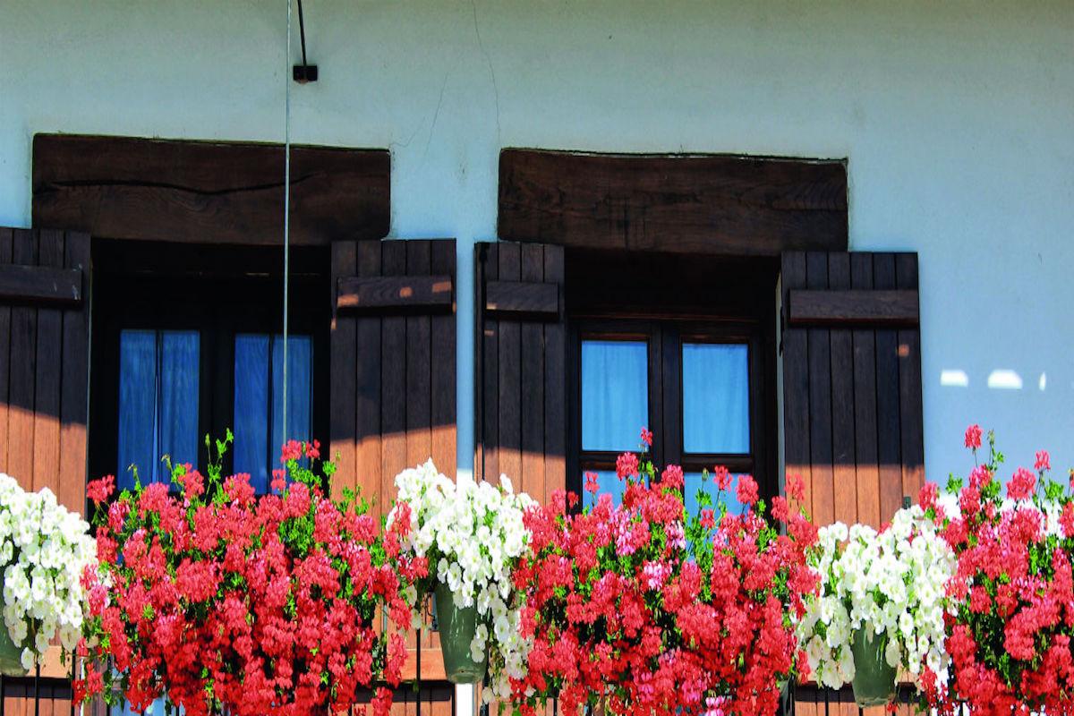 Alkotz: detalle de una balconada.